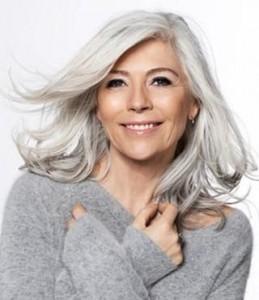 Les cheveux blancs chez les femmes